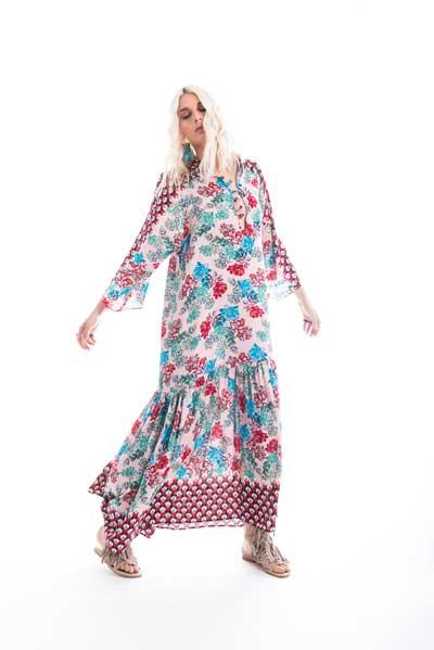 Βραδινό, μάξι φόρεμα, σε εντονο εμπριμέ με έντονο μπλέ λουλουδι για σχέδιο