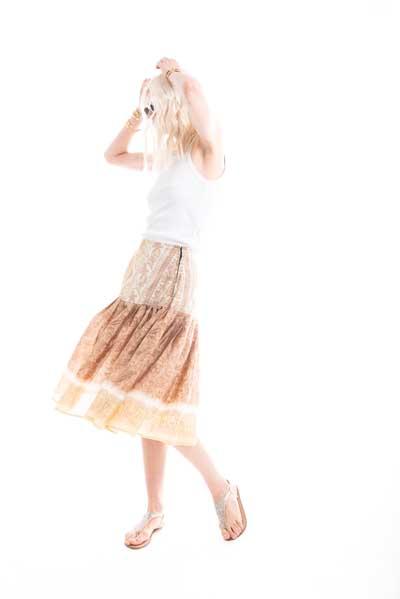 Φούστα από μεταξωτό ύφασμα ,midi, σε στυλ 50s, σε χάλκινο χρώμα, πλισε.