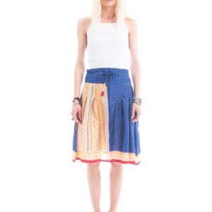 Φούστα από μεταξωτο ύφασμα, μέχρι το γόνατο,πλισε,με άσπρο σχέδιο σε μπλε χρώμα.