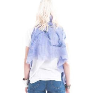 Ποντσο που φοριέται κ σαν ζακετα, από νορβηγικο μαλλι για όλες τις ώρες της ημέρας