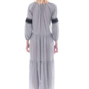Μάξι φόρεμα, με ασπόμαυρο μοτίβο στο σχέδιο του,ρομαντικο εποχής.